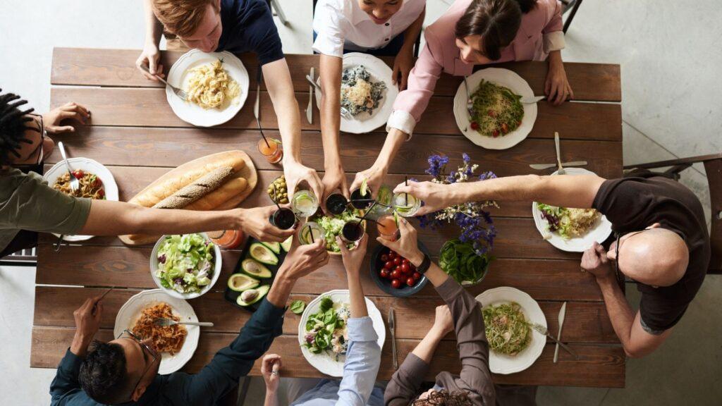 Como manter a dieta e uma alimentação saudável e ir a festas