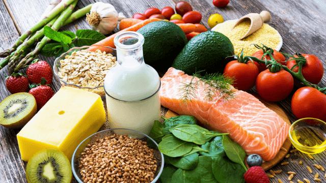 Vegetais e carnes brancas fazem parte de uma alimentação saudável